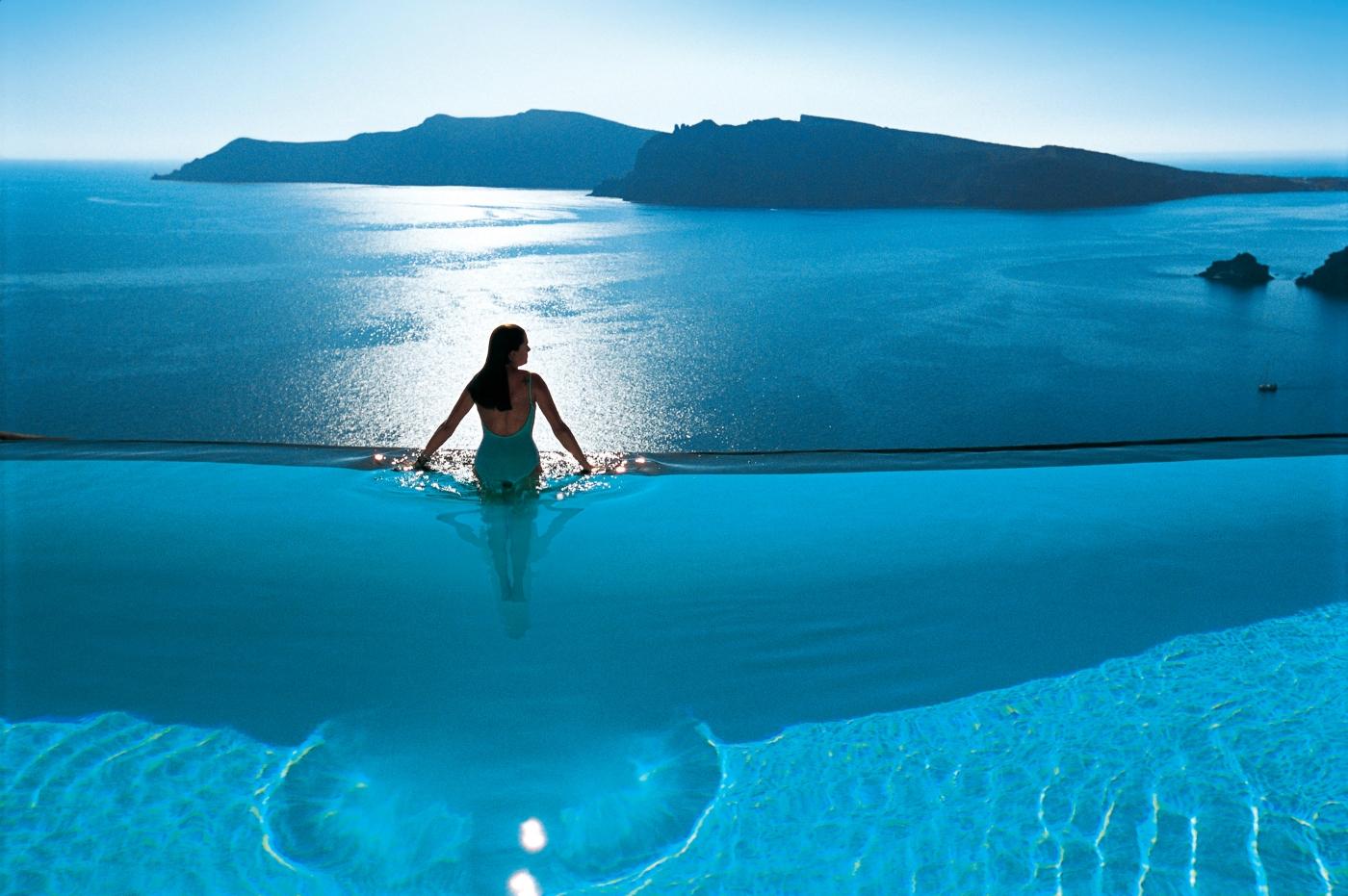 Фото девушек в бассейне в греции